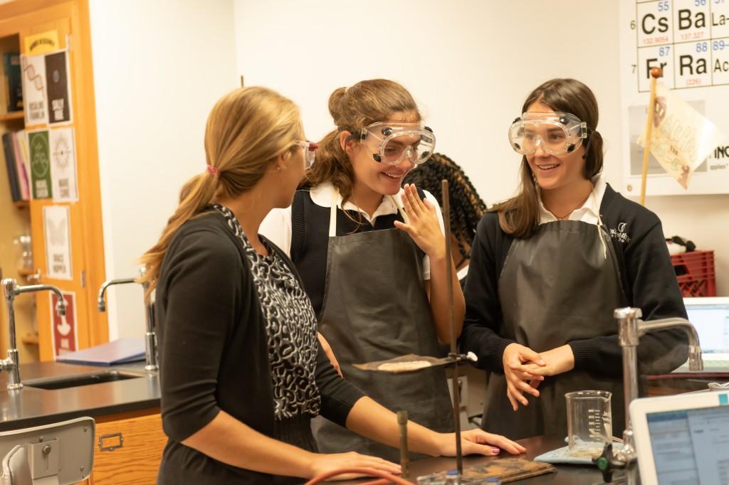 Dsc 8193 Amanda Sfora With Two Chemistry Students